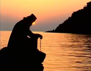 monk-praying-in-sunset